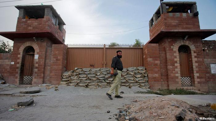 A police officer walks past Central Jail in Peshawar June 21, 2012. Pakistani authorities have sentenced Pakistani doctor Shakil Afridi, accused of helping the CIA find Osama bin Laden to 33 years in jail on charges of treason, officials said, a move that drew angry condemnation from U.S. officials already at odds with Islamabad. Afridi is now in Peshawar's Central Jail in solitary confinement and his brother Jamil says the U.S. is to blame. Picture taken June 21, 2012. To match Insight PAKISTAN-AFRIDI/ REUTERS/Fayaz Aziz (PAKISTAN - Tags: POLITICS CIVIL UNREST CRIME LAW MILITARY)