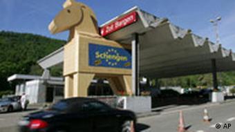 Schweiz stimmt über Beitritt zum Schengen- Abkommen ab
