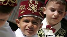 Los niños musulmanes suelen ser circuncidados más tarde, antes de la pubertad.