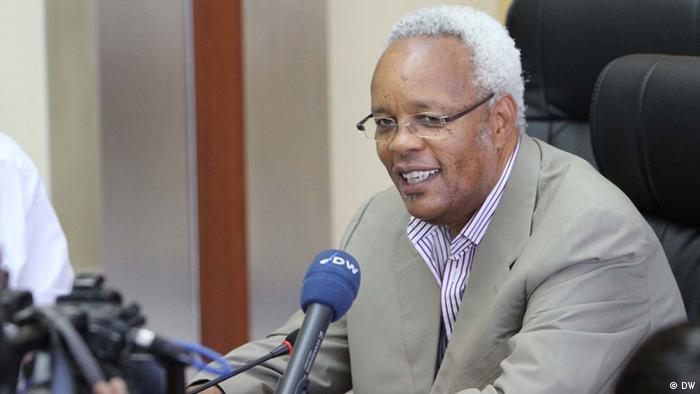 Edward Lowassa, ehemaliger Premierminister Tansanias, im Interview mit der DW DW/ Aboubakar Liongo