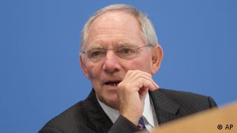 German Finance Minister Wolfgang Schaeuble gestures during a news conference in Berlin, Germany, Wednesday, June 27, 2012. (Foto:Gero Breloer/AP/dapd)