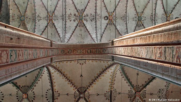 Колонны и своды бокового и центрального нефов Мариенкирхе
