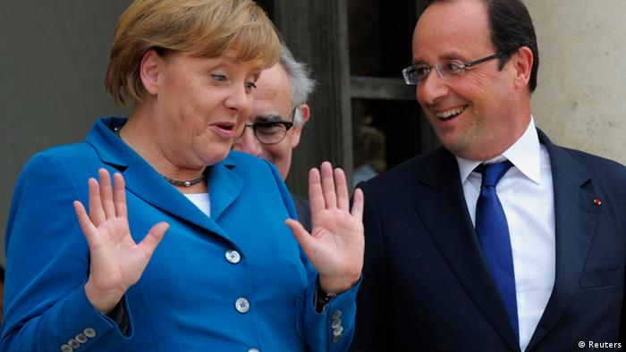 French President Francois Hollande (R) welcomes German Chancellor Angela Merkel at the Elysee Palace in Paris.