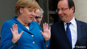 French President Francois Hollande (R) welcomes German Chancellor Angela Merkel at the Elysee Palace in Paris, June 27, 2012. REUTERS/Philippe Wojazer (FRANCE - Tags: POLITICS)