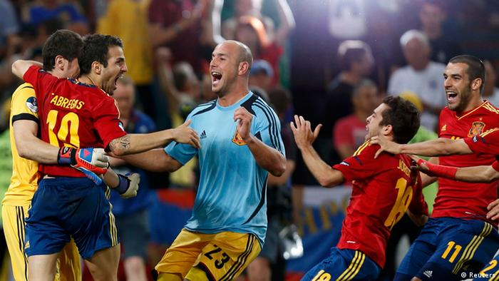 Spain's players celebrate after defeating Portugal in their Euro 2012 semi-final soccer match at the Donbass Arena in Donetsk, June 27, 2012. REUTERS/Charles Platiau (UKRAINE - Tags: SPORT SOCCER)