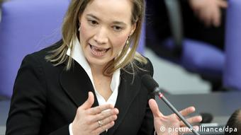 Family Minister Kristina Schröder, pictured here, fought hard for the home care benefit (Photo: dpa - Bildfunk)