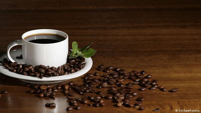 Kaffeetasse Tisch Kaffeebohnen