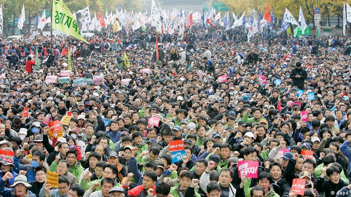 Tens of thousands of South Korean protesters participate during a rally held against Free Trade Agreement between the United States and South Korea at downtown of Seoul, South Korea, Sunday, Nov. 11, 2007. (ddp images/AP Photo/Lee Jin-man)