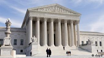 """This Jan. 25, 2012 file photo shows the Supreme Court Building in Washington. Some are already anticipating the Supreme Court's ruling on President Barack Obama's health care law as the """"decision of the century."""" But the justices are unlikely to have the last word on America's tangled efforts to address health care woes. The problems of high medical costs, widespread waste, and tens of millions lacking insurance will require Congress and the president to keep looking for answers, whether or not the Affordable Care Act passes the test of constitutionality. (Foto:J. Scott Applewhite, File/AP/dapd)"""