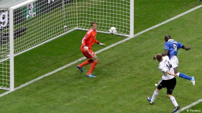 Italy's Mario Balotelli (R) scores a second goal against Germany's goalkeeper Manuel Neuer during their Euro 2012 semi-final soccer match at the National stadium in Warsaw, June 28, 2012.  REUTERS/Leonhard Foeger (POLAND - Tags: SPORT SOCCER)