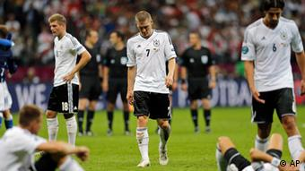 German players leave the pitch after the Euro 2012 soccer championship semifinal match between Germany and Italy in Warsaw, Poland, Thursday, June 28, 2012. (Foto:Matthias Schrader/AP/dapd)