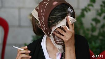 آمار منتشرشده از رشد نگرانکننده گرایش زنان در ایران به مواد مخدر حکایت میکنند