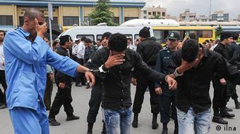 اکونومیست میگوید تحریمهای بینالمللی به طور غیرمستقیم در گسترش اعتیاد در ایران نقش داشته است