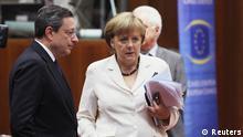 صورة من الأرشيف للمستشارة الألمانية أنغيلا ميركل ولماريو دراجي عندما كان رئيساً للبنك المركزي الأوروبي