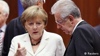 Germany's Chancellor Angela Merkel talks to Italy's Prime Minister Mario Monti (R) during a European Union leaders summit in Brussels June 29, 2012.