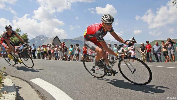 Agencia antidoping suspende a Armstrong de por vida