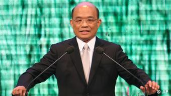 Former premier Su Tseng-chang announces his bid for DPP presidential candidacy in the 2012 Taiwan presidential elections at a rally in Taipei, Taiwan, Tuesday, March 22, 2011. (AP Photo/Chiang Ying-ying)