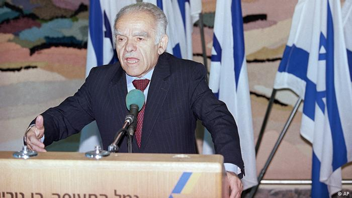 Yitzhak Shamir at the podium as prime minister in 1991
