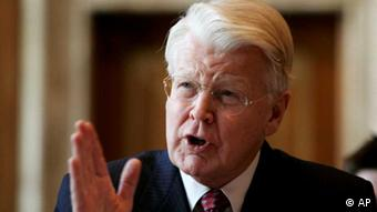 Iceland's President Olafur Ragnar Grimsson testifies on Capitol Hill in Washington, Wednesday, Sept. 26, 2007, before the Senate Energy Committee hearing on the National Geothermal Initiative Act of 2007. (ddp images/AP Photo/Evan Vucci)