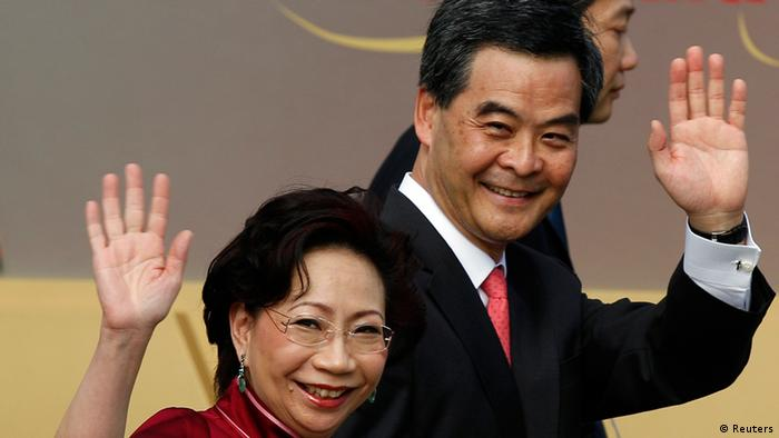 Hong Kong's Chief Executive Leung Chun-ying and his wife Regina wave during a flag-raising ceremony to mark the 15th anniversary of the territory's handover to China, in Hong Kong July 1, 2012. New Hong Kong leader Leung was sworn into office on Sunday by Chinese President Hu Jintao for a five-year term in which he will confront challenges ranging from human rights to democracy after a tumultuous year of transition and protest. REUTERS/Tyrone Siu (CHINA - Tags: POLITICS)