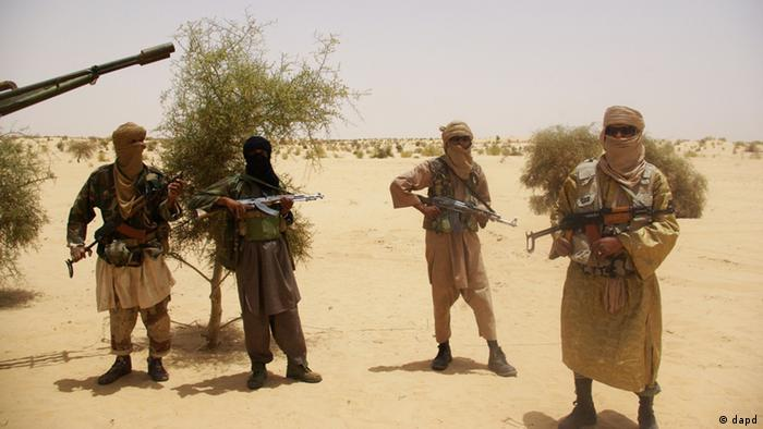 FILE: Fighters from Islamist group Ansar Dine stand guard (Foto:AP/dapd)