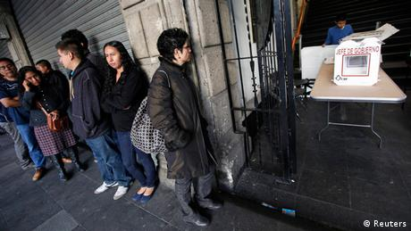 Voters outside a polling station in Mexico City in 2012 (Photo: Claudia Daut)