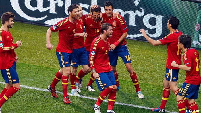 Spain's players celebrate first goal against Italy during their Euro 2012 final soccer match at the Olympic Stadium in Kiev, July 1, 2012. REUTERS/Michael Dalder (UKRAINE - Tags: SPORT SOCCER)
