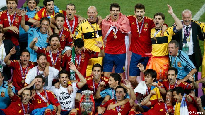 El equipo español celebra su nueva victoria.
