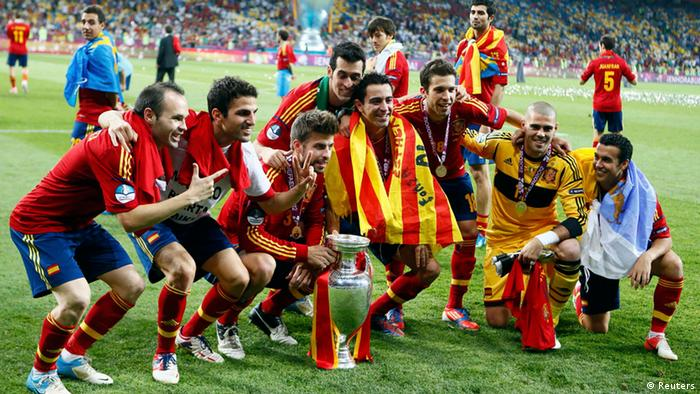 Spain's team players celebrate with the trophy after defeating Italy to win the Euro 2012 final soccer match at the Olympic stadium in Kiev, July 1, 2012. REUTERS/Kai Pfaffenbach (UKRAINE - Tags: SPORT SOCCER)