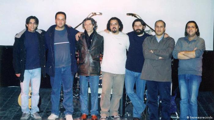 رامین صدیقی (نفر سوم از راست) به همراه گروه باراد
