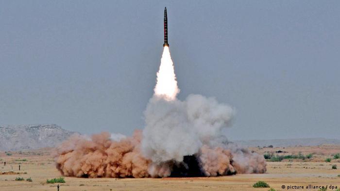 Pakistan testet atomwaffenfähige Raketen (picture alliance / dpa)