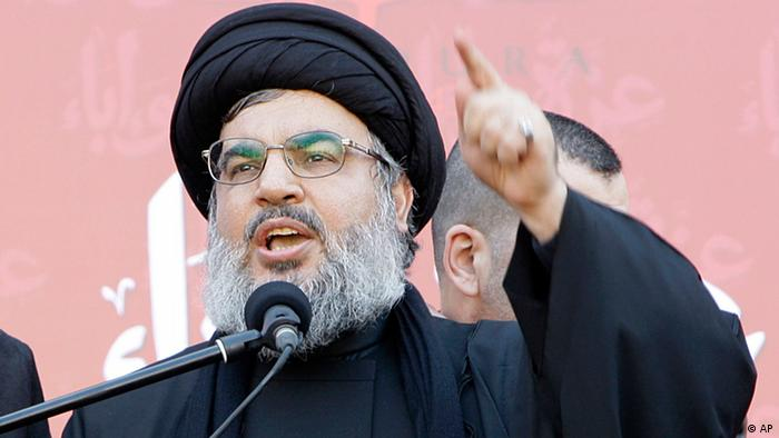 Hezbollah leader Sheik Hassan Nasrallah, speaks to the crowd in a rare public appearance during a rally to mark the Muslim holy day of Ashoura, in the Hezbollah stronghold of south Beirut, Lebanon, on Tuesday Dec. 6, 2011. Sheik Hassan Nasrallah has rarely been seen in public since his Shiite Muslim group battled Israel in a monthlong war in 2006, fearing Israeli assassination. Since then, he has communicated with his followers and gives news conference mostly via satellite link. Ashoura marks the anniversary of the death in the seventh century of the Prophet Muhammad's grandson Imam Hussein. His death in a battle outside of the Iraqi city of Karbala sealed Islam's historical Sunni-Shiite split, which still bedevils the Middle East. Ashoura is one of the holiest days of the Muslim Shiite calendar. (Foto:Bilal Hussein/AP/dapd)