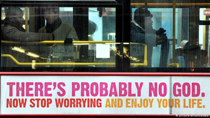 Commuters aboard a London bus declaring ?There?s Probably No God? in London, Britain, 07 January 2009. Photo: EPA/ANDY RAIN +++(c) dpa - Report+++