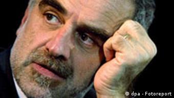 Porträt eines Mannes mit gestutztem grauem Bart (Quelle: dpa)