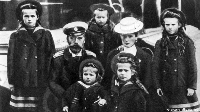 Николай Втори със семейството си