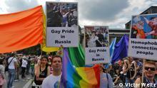 ( Russiche Gäste auf dem CSD, Berlin. Bild: Victor Weitz) Russische Gäste auf dem Kölner CSD. Zum CSD in Köln sind Schwule und Lesben aus Sankt-Petersburg eingeladen. Damit wollen die Deutschen ihre Solidarität mit den Russen zeigen und gegen die Homofobie in Russland demonstrieren.