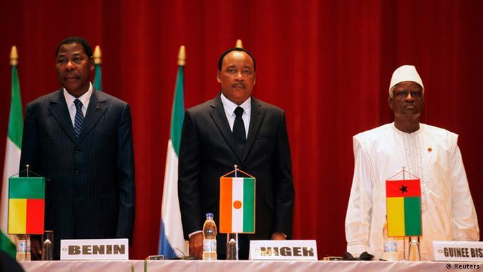 Encontro da CEDEAO em junho de 2012 com presença do presidente interino Serifo Nhamadjo (dir.)