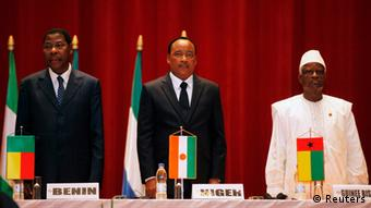 (L-R) Benin's President Thomas Boni Yayi, Niger's President Mahamadou Issoufou and Guinea-Bissau interim President Serifo Nhamadjo attend a meeting of regional group Economic Community of West African States (ECOWAS) in Yamoussoukro June 29, 2012. REUTERS/Thierry Gouegnon (IVORY COAST - Tags: POLITICS)
