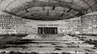 Fotograf Nikola Mihov Forget Your Past - Communist Era Monuments in Bulgaria