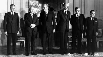 G6-Gipfel in Rambouillet 1975 Valery Giscard d'Estaing Helmut Schmidt Gruppenbild