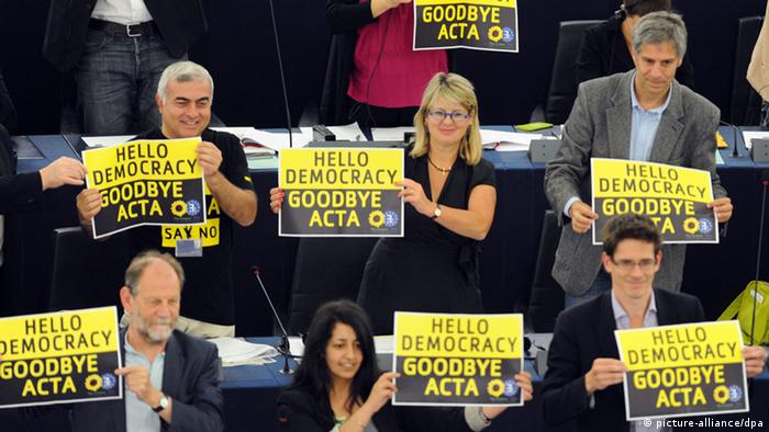 EU Parlament Grüne Fraktion Plakate Hello Democracy, Goodbye Acta!