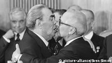 Bruderkuss zwischen Leonid Breshnew und Erich Honecker