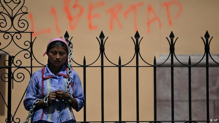 Una indígena Lenca en Tegucigalpa, Honduras, demanda el retorno del depuesto presidente Manuel Zelaya (2009).