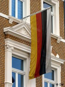 Flag outside the Raczeks fraternity in Bonn Copyright: Klaus Dahmann/DW