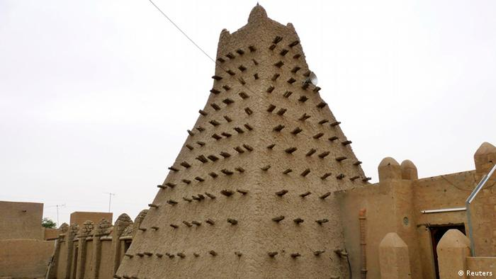 A traditional mud structure stands in the Malian city of Timbuktu in this May 15, 2012 file photo. The al Qaeda-linked Islamist fighters who have used pick-axes, shovels and hammers to shatter earthen tombs and shrines of local saints in Mali's fabled desert city of Timbuktu say they are defending the purity of their faith against idol worship. But historians say their campaign of destruction in the UNESCO-listed city is pulverizing part of the history of Islam in Africa, which includes a centuries-old message of tolerance. Picture taken May 15, 2012. To match Analysis MALI-CRISIS/TIMBUKTU REUTERS/Adama Diarra/Files (MALI - Tags: POLITICS RELIGION SOCIETY)