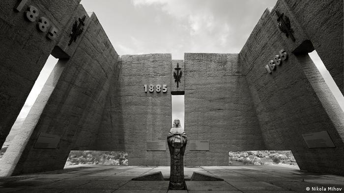 Bulgarien Geschichte Denkmal der kommunistischen Ära (Nikola Mihov)