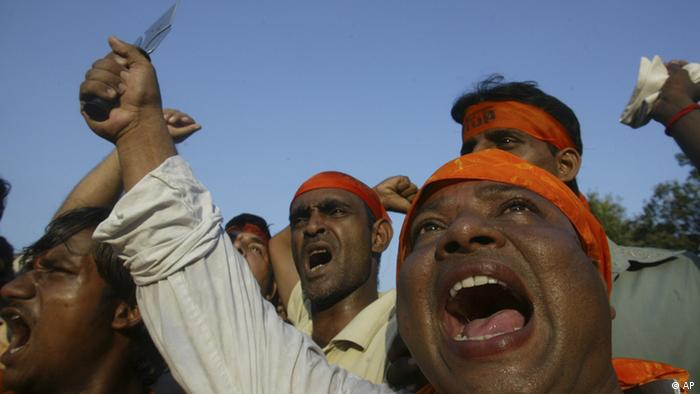 Hindu nationalist activists of Bajrang dal and Shiv Sena shout anti-government slogans during a protest against the Sethusamudram shipping channel project in Allahabad, India, Thursday, Sept.20, 2007 (Photo: ddp images/AP Photo/Rajesh Kumar Singh)