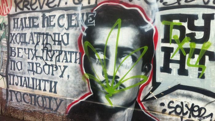 Grafite com o rosto de Gavrilo Princip em uma rua de Belgrado, na Sérvia