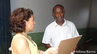 Maite Mendizabal (Nicht-Regierungs-Organisation TESE) und Cosme Bom Jesus (verantwortlich für die Grundschule Santa Luzia aus S. Tomé und Principe