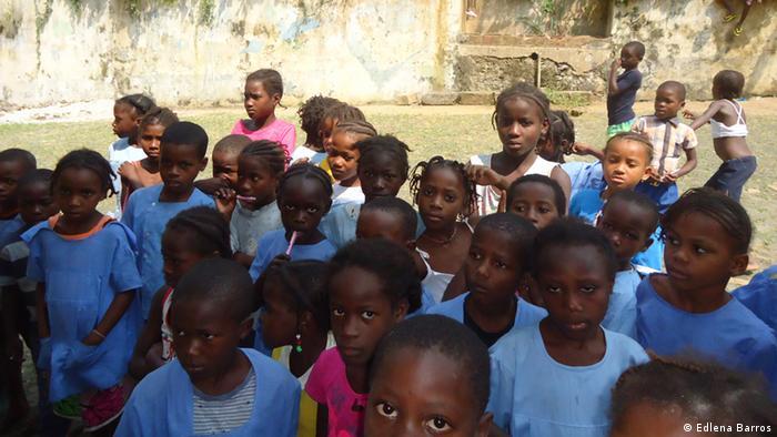 Alunos da escola primária de Santa Luzia